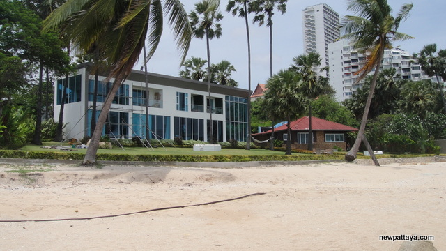 The Palm Sales Office on Wong Amat Beach - 23 May 2012 - newpattaya.com