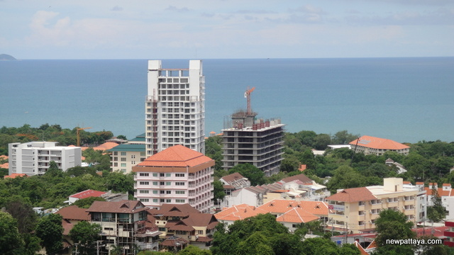 The View (left) & Cosy Beach View (right) - 10 July 2012 - newpattaya.com