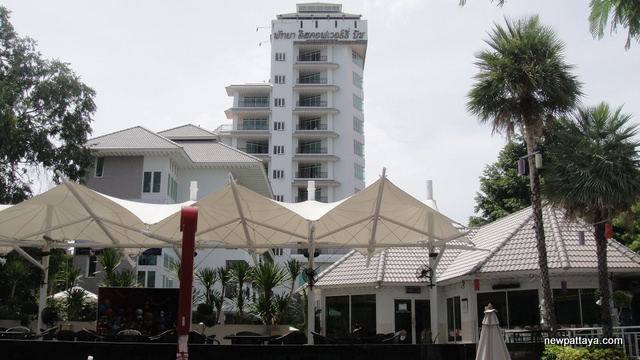 The Discovery Beach Hotel - newpattaya.com
