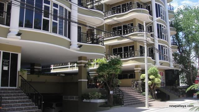 Siam Oriental Twins - 29 June 2012 - newpattaya.com