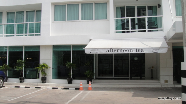 Afternoon Tea at Amari Nova Suites Pattaya - 31 October 2012 - newpattaya.com