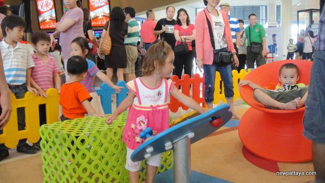 Mega Bangna & IKEA Thailand - 15 July 2012 - newpattaya.com