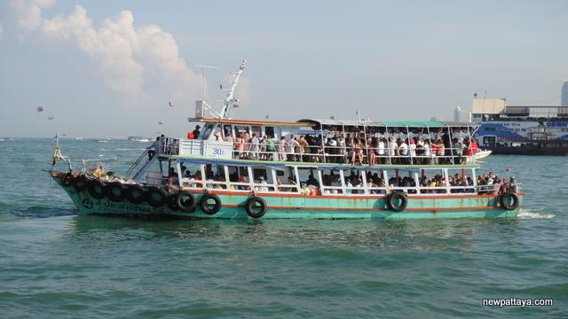 Boat to Koh Larn - 8 November 2012 - newpattaya.com