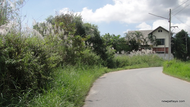 Land for sale next to Mantara - 8 November 2012 - newpattaya.com