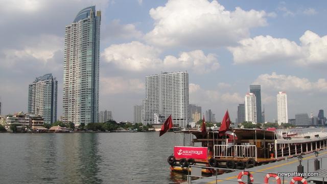WaterMark Chaophraya River condominium - 28 December 2012 - newpattaya.com