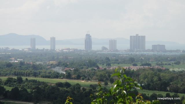 Wat Khao Din Tewaanimit - 10 December 2012 - newpattaya.com
