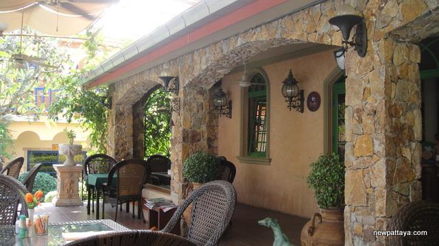 Holland Tulip Resort Pattaya - 16 December 2012 - newpattaya.com