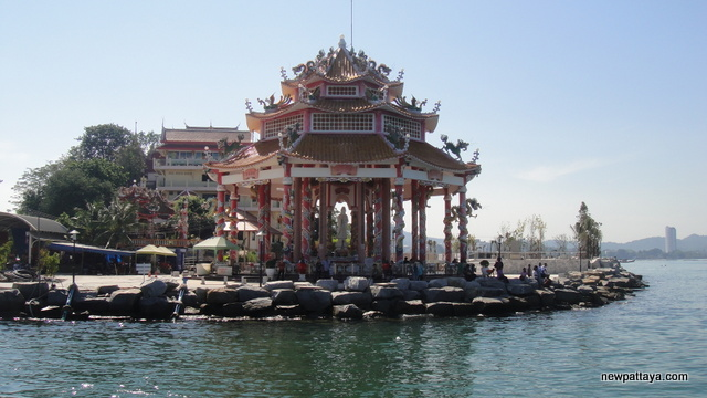 A Chinese temple on Koh Loi (เกาะลอย) that is connected to Sriracha - 3 January 2013