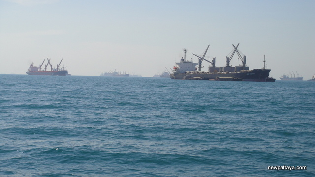 Freight ships and tankers near Koh Sichang - 3 january 2012 - newpattaya.com