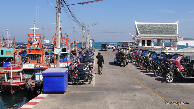 The pier on Koh Sichang - 3 January 2013 - newpattaya.com