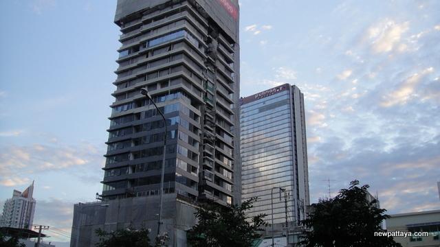 M Silom Condominium - 28 September 2013 - newpattaya.com