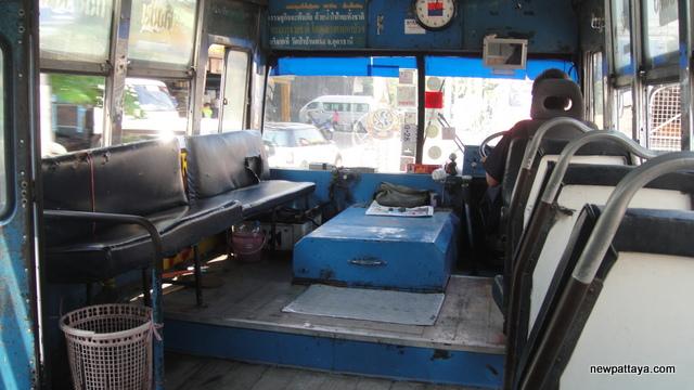 Blue Bus on Phet Kasem Road - 25 March 2013 - newpattaya.com