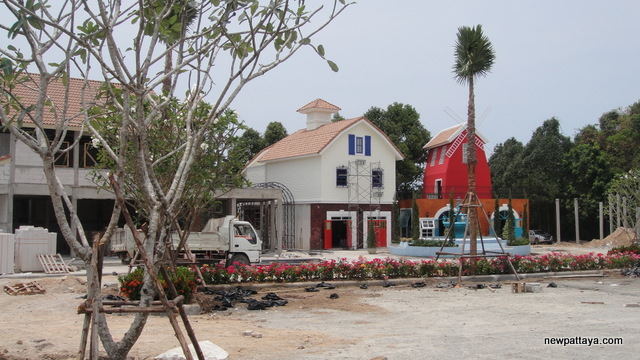 The Country Place Food Village Pattaya - 2 April 2013 - newpattaya.com