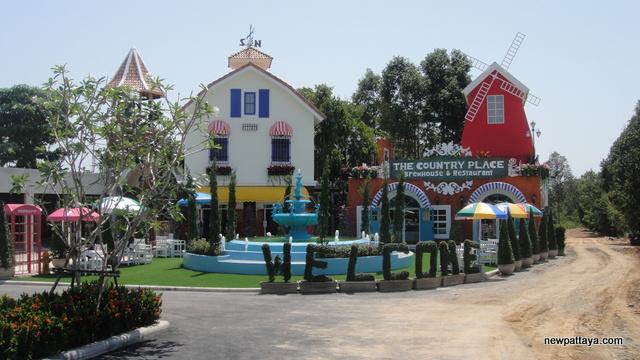 The Country Place Food Village Pattaya - 18 April 2013 - newpattaya.com