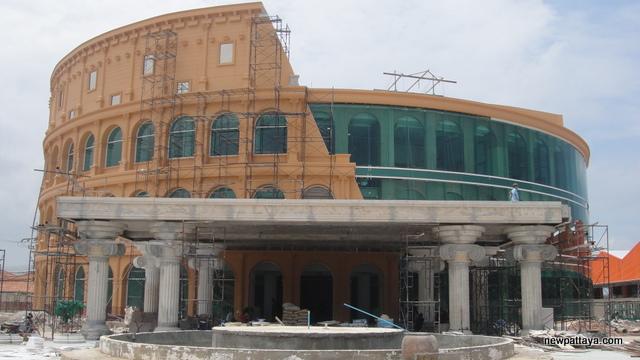 Colosseum Show Pattaya - 22 April 2013 - newpattaya.com