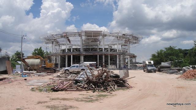 Decco Store Pattaya - 27 April 2013 - newpattaya.com