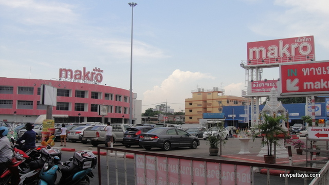 Makro Charan Sanitwong Road - 28 April 2013 - newpattaya.com