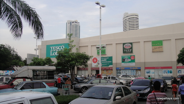 Tesco Lotus - 28 April 2013 - newpattaya.com