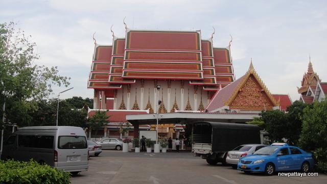Wat Awutvikasitaram - 28 April 2013 - newpattaya.com