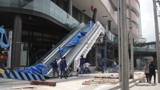 Gateway Ekamai - 26 May 2012 - newpattaya.com