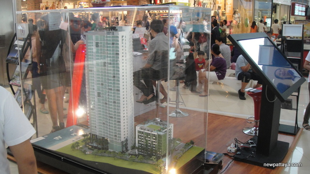 Wong Amat Tower at Mega Bangna - 5 May 2013 - newpattaya