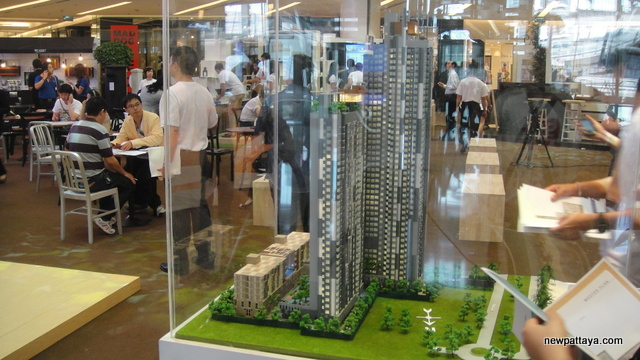 SC Asset's exhibition in Siam Paragon - 20 June 2013 - newpattaya.com