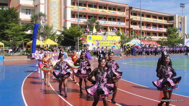 Sporting event at Pattaya's secondary school number 11 - 2 July 2013 - newpattaya.com