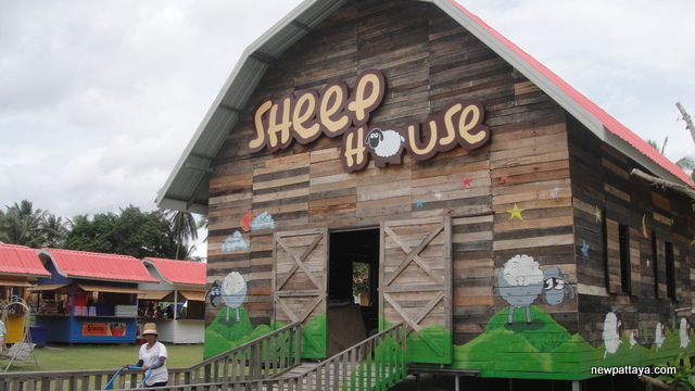 Pattaya Sheep Farm - 24 August 2013 - newpattaya.com