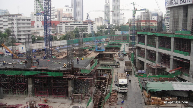 EmQuartier Shopping Mall and Bhiraj Tower - 27 January 2013 - newpattaya.com