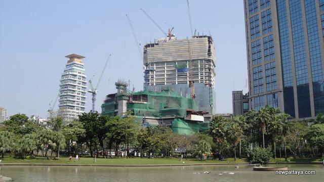 EmQuartier Shopping Mall and Bhiraj Tower - 16 January 2014 - newpattaya.com