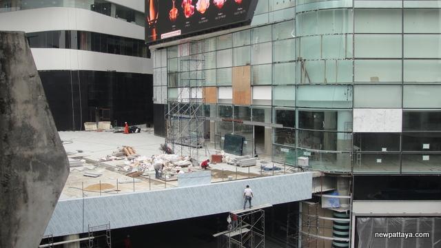 EmQuartier Shopping Mall and Bhiraj Tower - 13 March 2015 - newpattaya.com