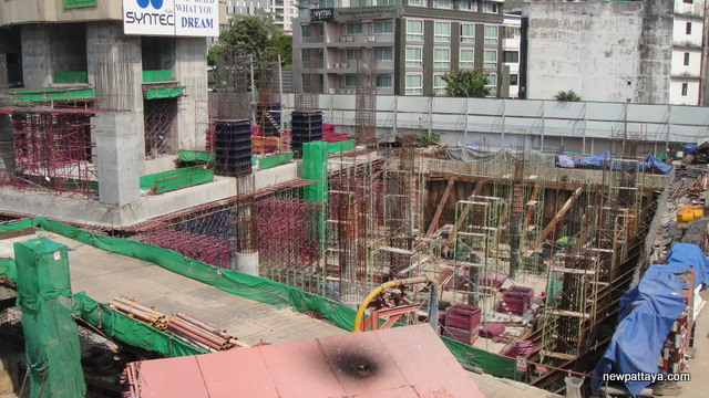 EmQuartier Shopping Mall and Bhiraj Tower - 2 December 2012 - newpattaya.com
