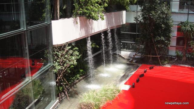 EmQuartier Shopping Mall and Bhiraj Tower - 30 March 2015 - newpattaya.com