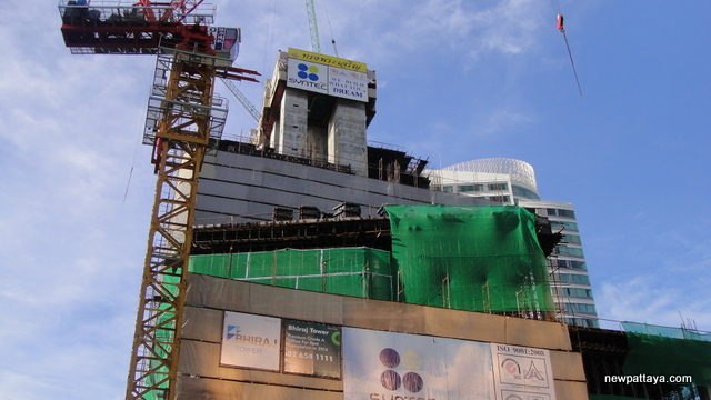 EmQuartier Shopping Mall and Bhiraj Tower - 21 September 2013 - newpattaya.com