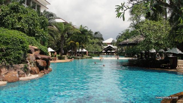 Ravindra Beach Resort & Spa - 10 October 2013 - newpattaya.com