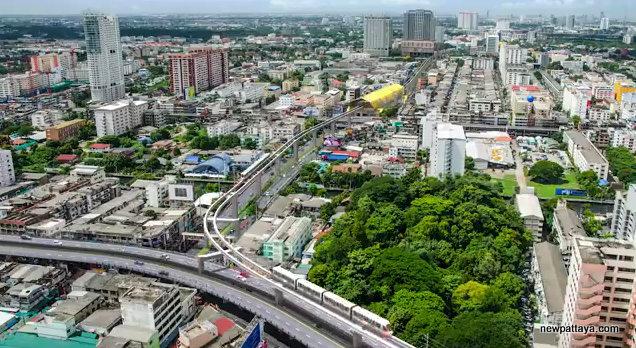 MRT Yellow Line near The Mall Lad Phrao
