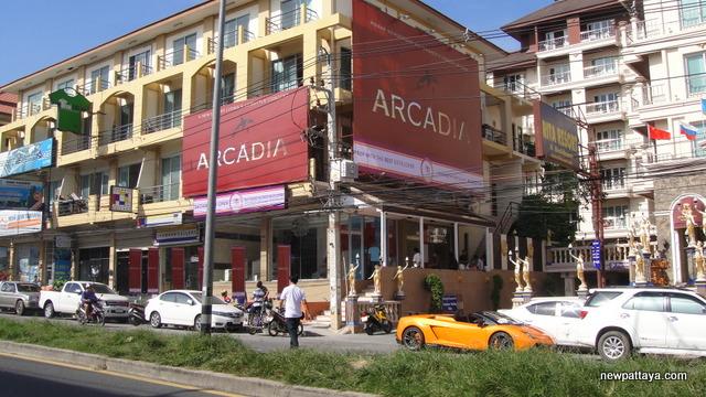 Arcadia Beach Resort Pattaya - 22 November 2013 - newpattaya.com