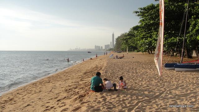 The beach at Nirvana Beyond Beach Pattaya - 3 May 2014 - newpattaya.com