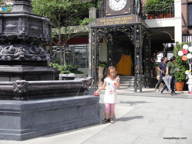 Pickadaily Mall Bangkok - 28 May 2014 - newpattaya.com