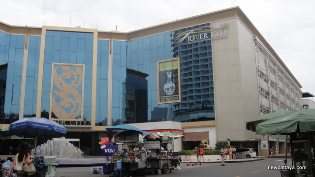 River City Shopping Complex near ICONSIAM - 1 August 2014 - newpattaya.com