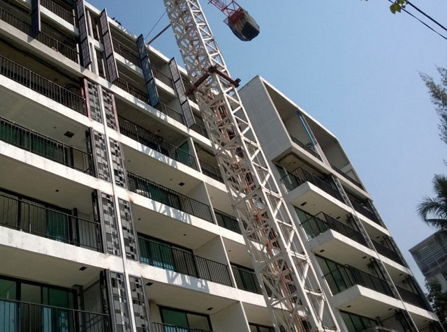 Liv @ Nimman Construction January 2014