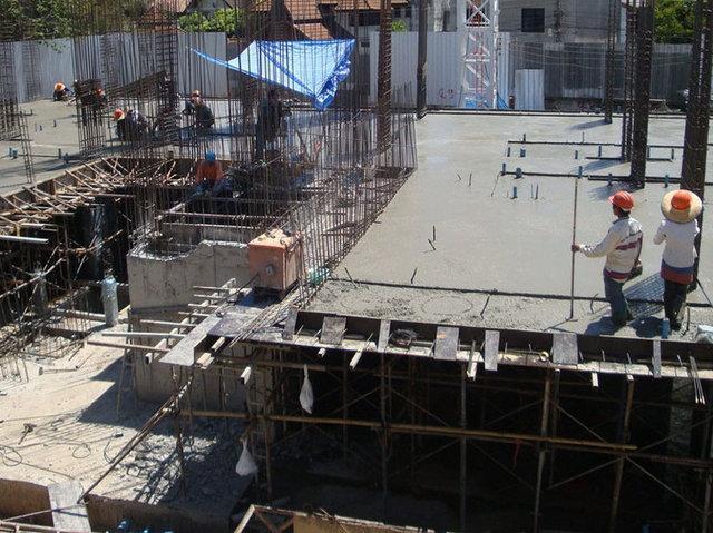 Liv @ Nimman Construction May 2013