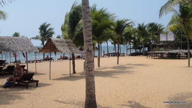 The beach in front of Pinnacle Resort Jomtien