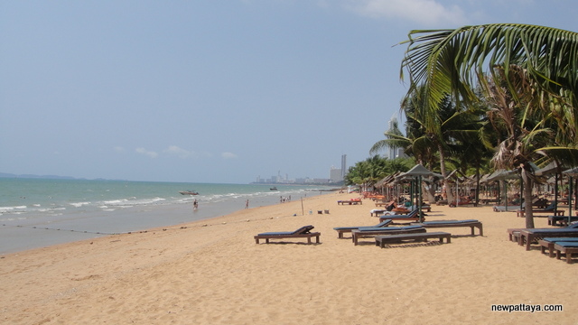 The beach in front of Sixth Element Na Jomtien