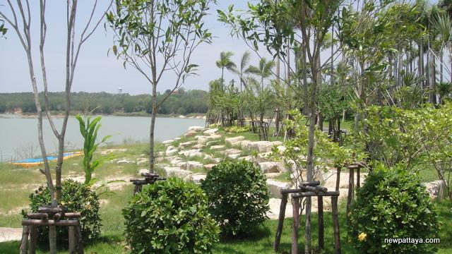 Mabprachan Lake Public Park