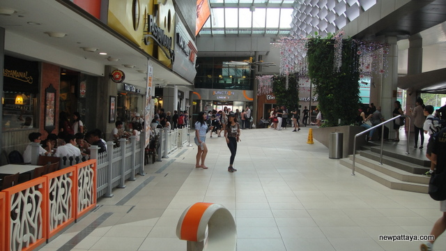 Junction 8 Shopping Mall
